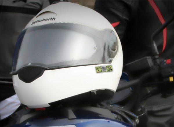 Casco moto con etiqueta NFC